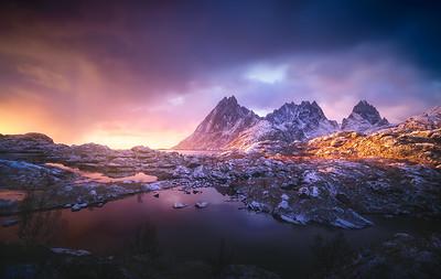 Lofoten sunrise light 7S6594