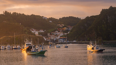 Sunrise light in the small port A735115