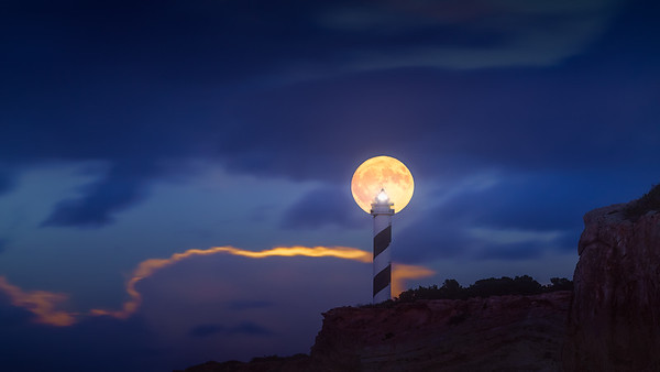 Ibiza Moon in the lighthouse 7R22460