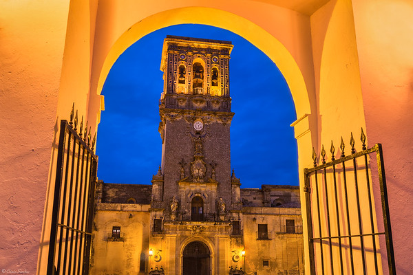 Gate to the Divine || Puerta a lo Divino