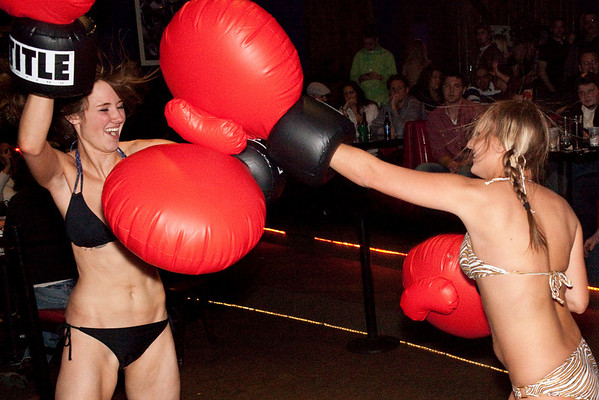 The first fight of the night pitted Tracy Zellers against Chelsie Crume.