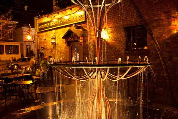 The fountain at O'Shea's always provides nice detail.