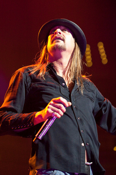 Kid Rock surveys the crowd and gets a thunderous response.