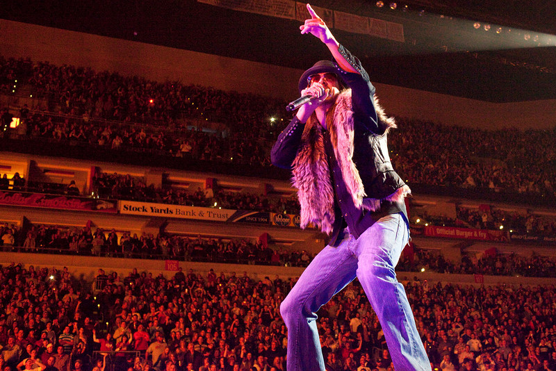 Detroit rocker Kid Rock brought the house to its feet.