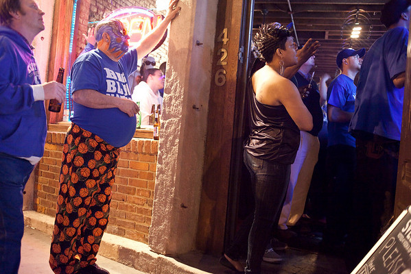 The front stoop at Big Blue Country had a flow of antsy fans.