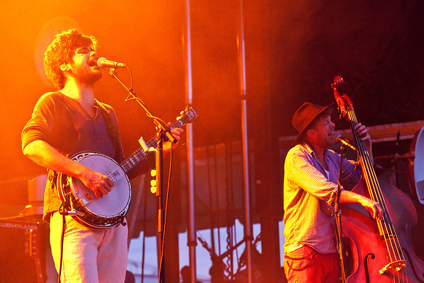 Grammy nominated, folk-rockers Mumford & Sons thrilled a crowd of loyal fans numbering in the thousands at Waterfront Park on Monday night.