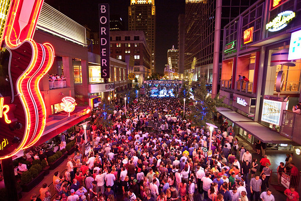 Scenes from Oaks Fest at Fourth Street Live featuring a concert by rock band O.A.R..