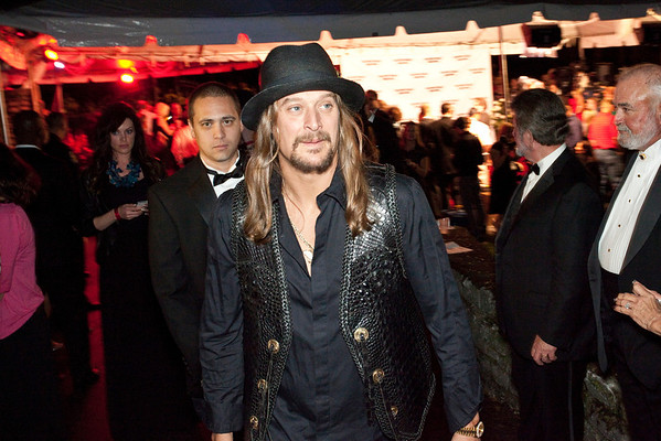 Kid Rock rolls in with a casual approach.