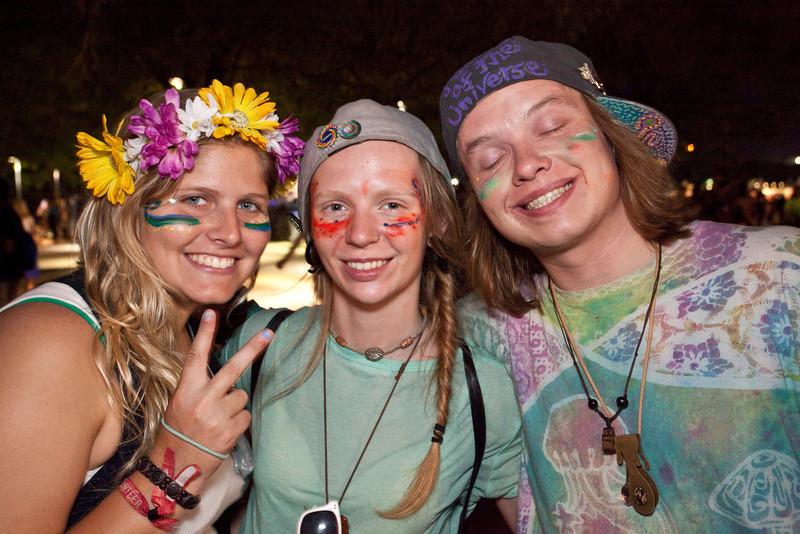 Molly May, Danyelle Wyrosdick, G. McGambles were feeling the good times.