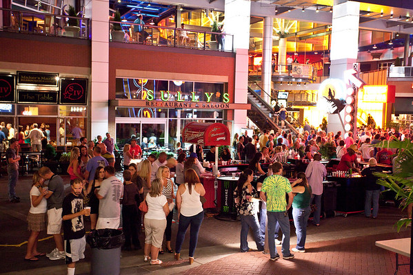 The crowds come out for Hot Country Nights.