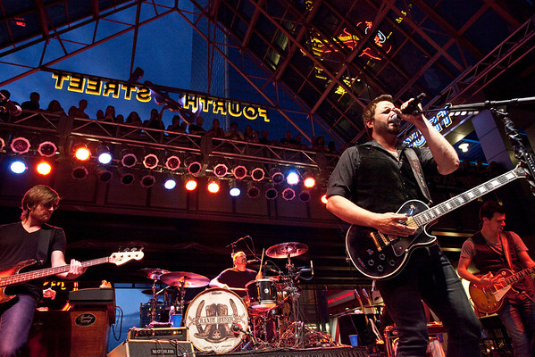 Randy Houser took care of business and the crowd loved it.