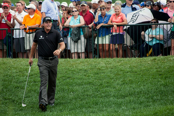 The fans went wild when Phil Mickelson arrived to tee off on the 1st hole.