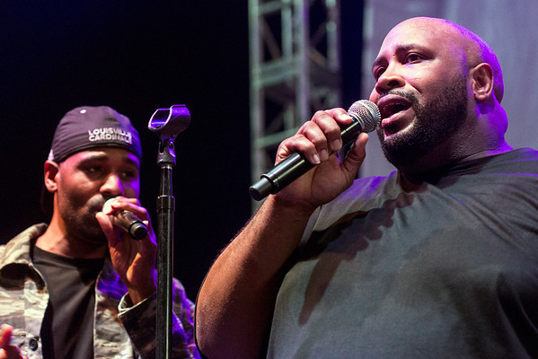 Montre Davis delivers a soulful and personal performance to the fans of Linkin' Bridge on Saturday night at Churchill Downs. 9/24/16