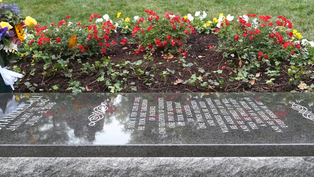 Memorial honors Ali at Cave Hill--PEARL