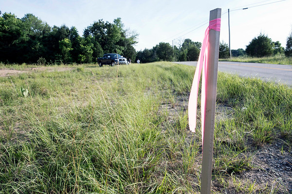 A stake along Junction 480 in Bullitt County marks where a proposed gas pipeline will be built by LG&E. 6/20/17