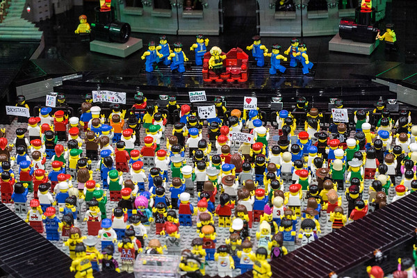Artist Paul Hetherington's Lady Gaga concert was a crowd pleaser at the Brick Universe LEGO Convention. 1/6/18