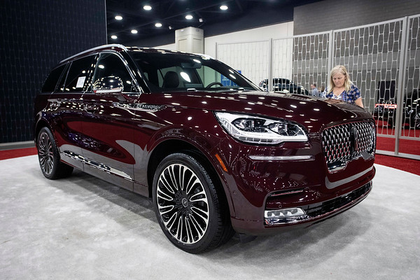 A Lincoln Aviator had its own mini-showroom in the middle of the Louisville Auto Show. 2/23/19
