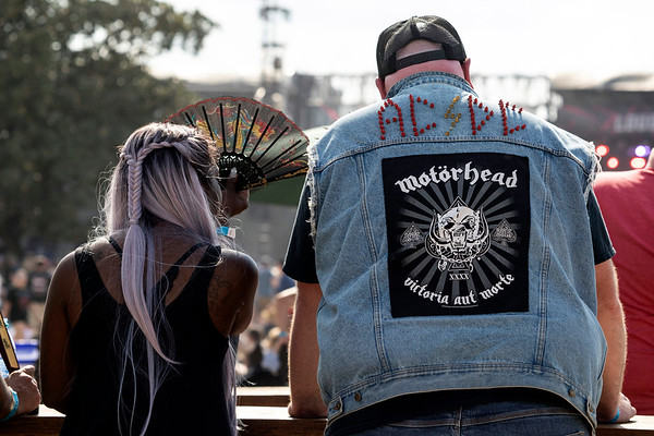 Louder Than Life fans dealt with unseasonable heat on Sunday as temperatures soared into the 90s for a third straight day. 9/29/19