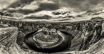 Horseshoe_Bend_Pano-BW-no2