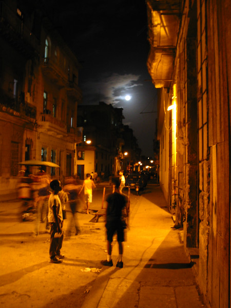Full Moon on Animas, Havana