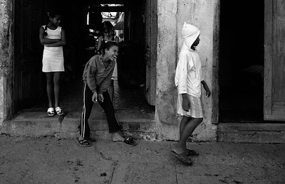 Kids playing in calle Obispo