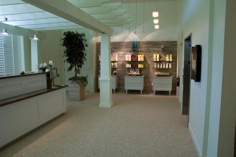 danville_04_081_upper lobby