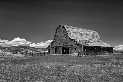 Abandoned Barn - B&W