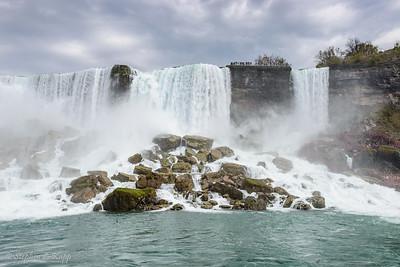 American Falls and Bridal Veil Falls at Right (Niagara Falls)