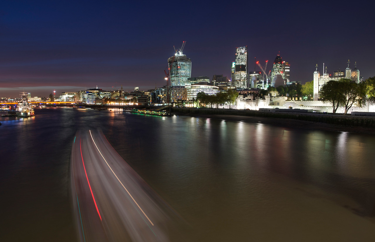 London city and the Tower of London at night, London, UK