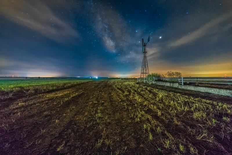 Foggy Plains Milky Way