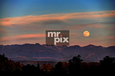 SUPER MOON, in the valley