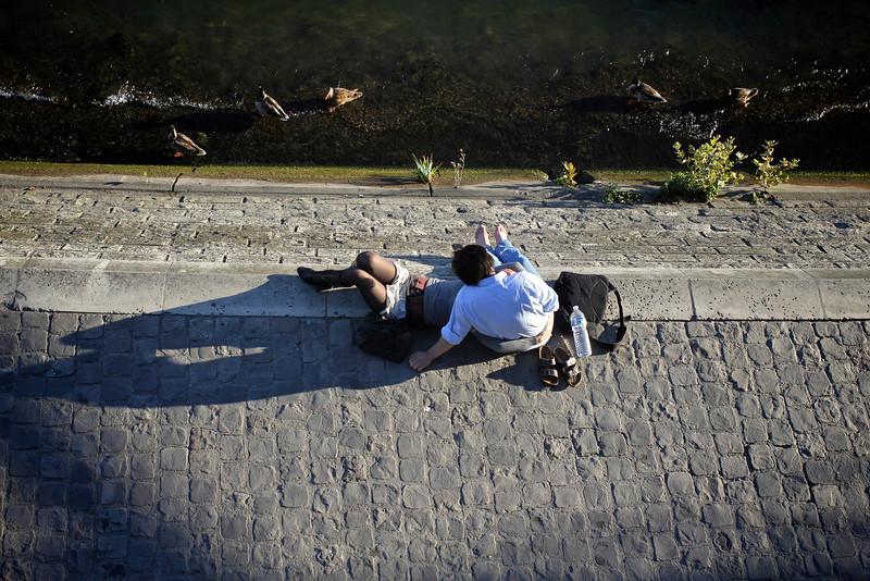 Les amoureux du Pont de Arts, Paris, France (2011) © Copyrights Michel Botman Photography