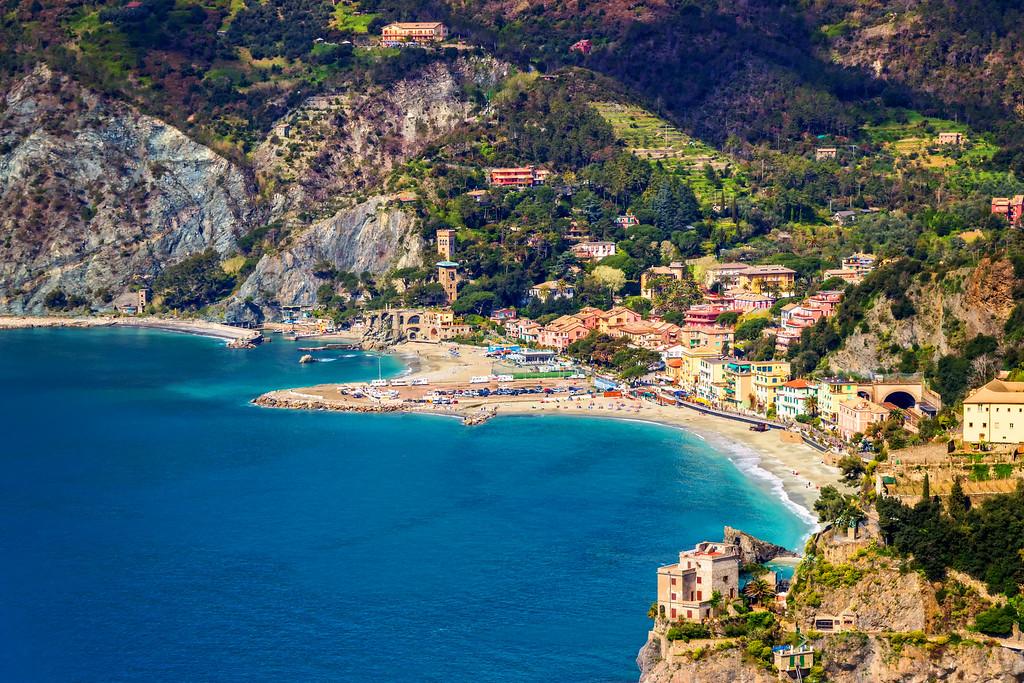 Overlooking Cinque Terre (Cinque Terre, Italy)