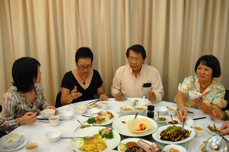 Lunch in Chinatown for the Editorial Board members of Digital Review of Asia Pacific attending a meeting at IDRC's Chinatown office in Singapore.