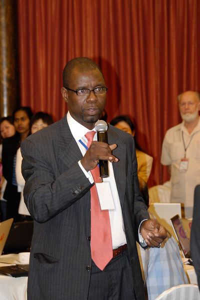 Participant asking questions at the Asia Commons - Asian Conference on the Digital Commons, June 6-8, 2006, Bangkok, Thailand.
