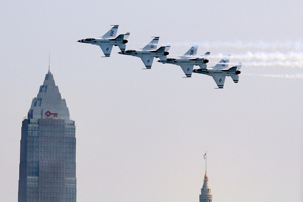 Thunderbirds Flying through Downtown - Cleveland Air Show 2011