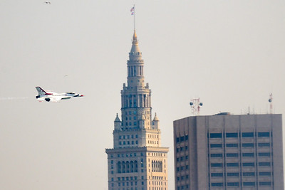 Thunderbird Flying through Downtown - Cleveland Air Show 2011