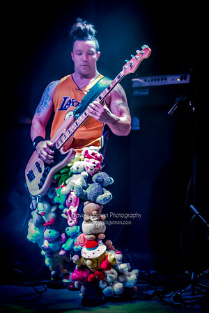 Definitely not the Chilli Peppers Ronnies Macclesfield 27th Dec 2014 travellingsimon com_0013-106