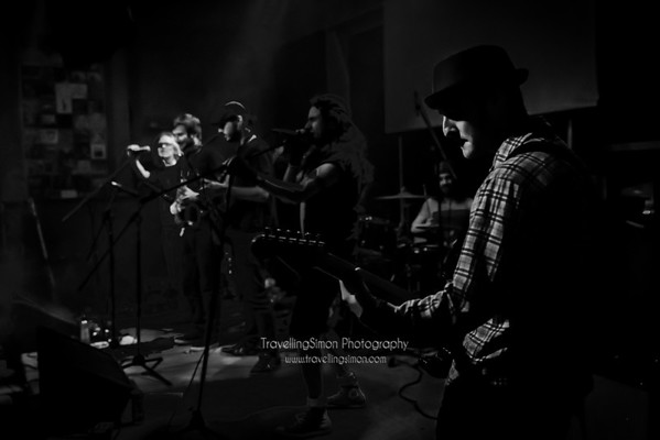Definitely not the Chilli Peppers Ronnies Macclesfield 27th Dec 2014 travellingsimon com_0013-50-Edit