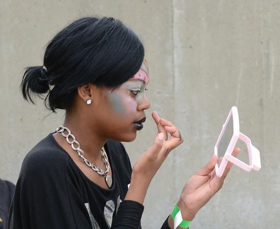 Applying Makeup - Parade The Circle