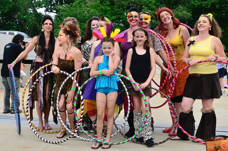 Hoop Girls - Parade The Circle