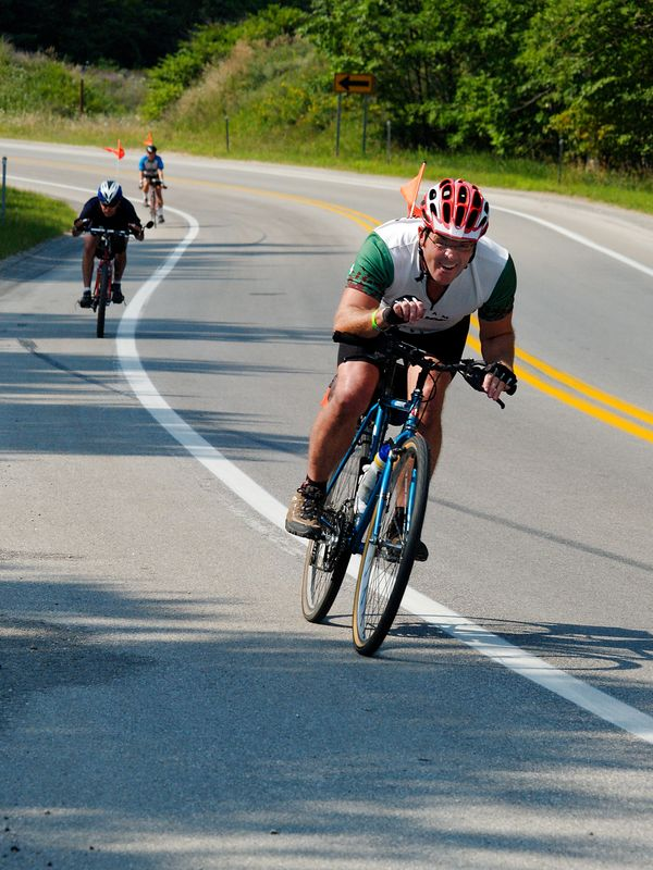 <font size=3>Here's Dave giving me four fingers - he broke 40MPH at this point.  That's Gary right behind him.</font>