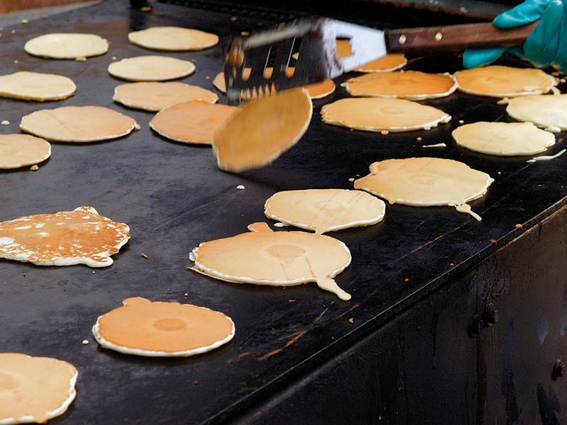<font size=3>The next morning, breakfast was good, old-fashioned griddle cakes.  Mass produced, of course.</font>