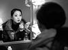文山民族歌舞团舞蹈演员祁玲在化妆