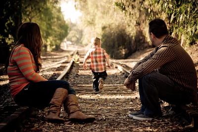FAMILY PORTRAITS & MATERNITY