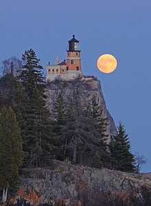Hunters Moon Over Split Rock 001
