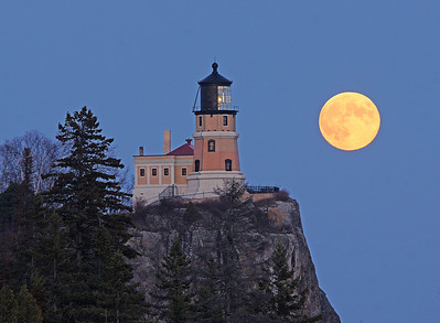Hunters Moon Over Split Rock 002