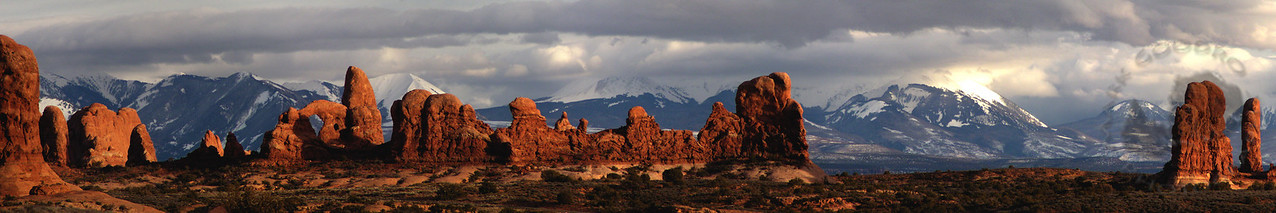 Turret Arch and Mt Peale