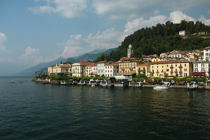 Just arriving to  the jewel towns of Italian lakes Bellagio! ..