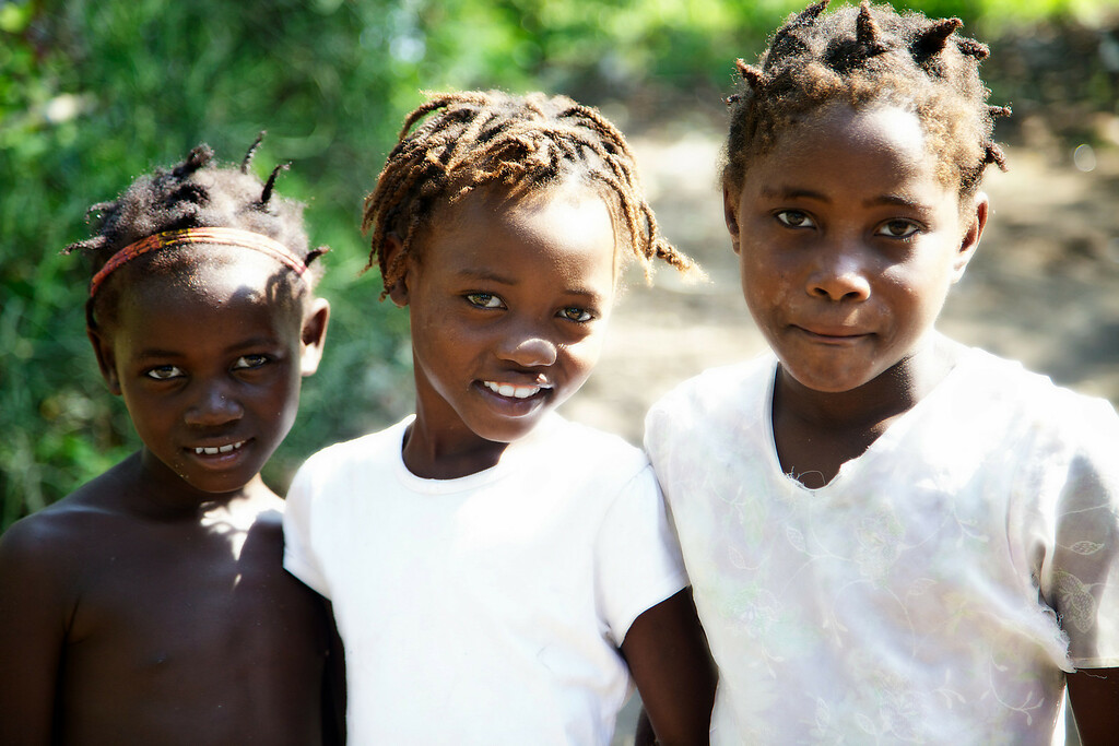That kid in the middle is beautiful.